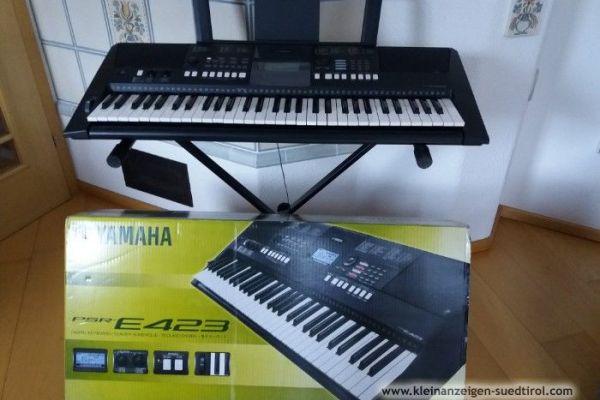 Keyboard der Marke YAMAHA PSR E423