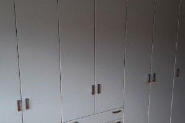 Moderner weißer Kleiderschrank 7 Türig