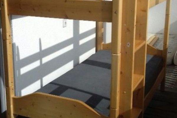 Stockbett aus Holz