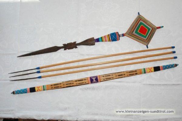 Dekorativer Pfeil und Bogen