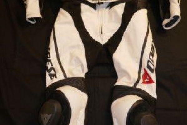 Verkaufe Motorradbekleidung für Männer
