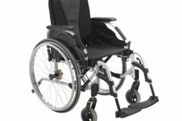 sedia a rotelle manuale