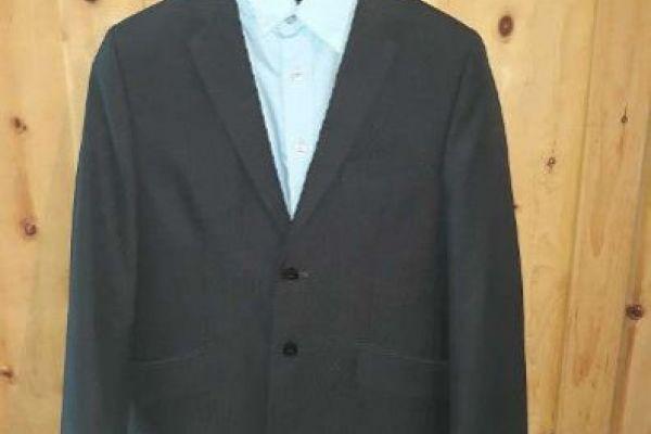 Anzugjacke mit passendem Hemd und Krawatte