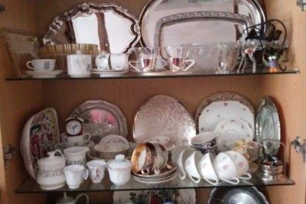 Porzellan und Gläser antik