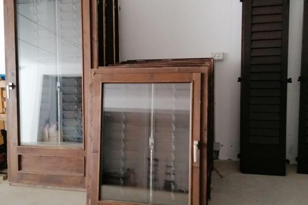 Gut erhaltenes Fenster  aus Holz