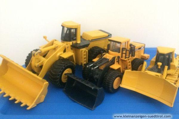 Baufahrzeuge aus Metalll