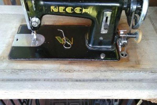 Antike Nähmaschine Necchi