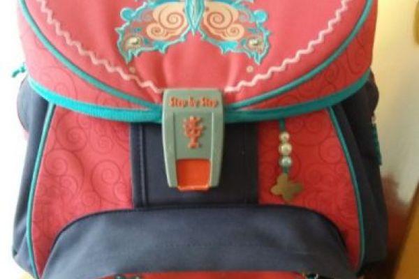 Neuwertige Schultasche