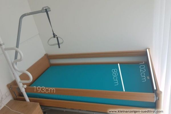 Pflegebett mit antibakt. Schaumstoffmatratze