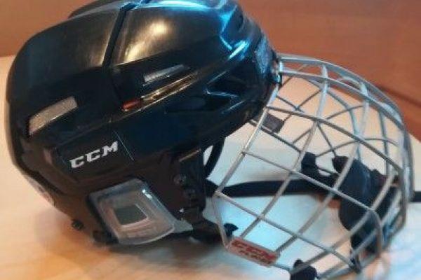 Eishockeyhelm