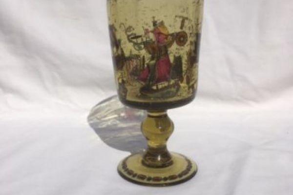 Antikes Glas mit Schiffdarstellung