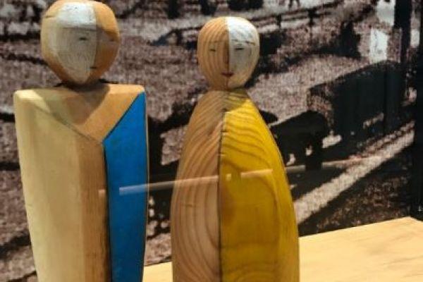Handgeschnitzte Holzfiguren Mann und Frau