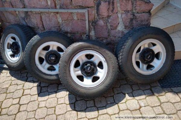 4 Winterraeder komplett fuer Jeep 15 Zoll 99 €