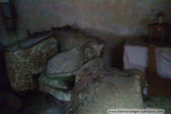 Sofa mit zwei Sesseln