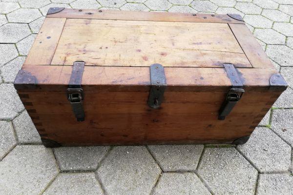 Holzkoffer