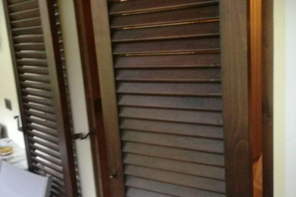 Holzjolosie und Balkonbretter