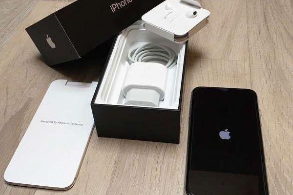 Apple iPhone 11 Pro 64 GB silber OVP FREI FÜR ALLE NETZE
