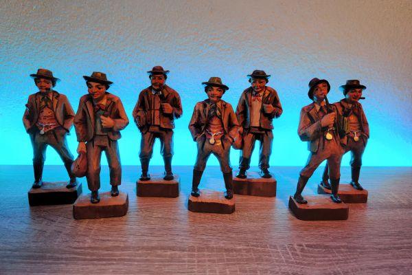 Bauernfiguren aus Holz