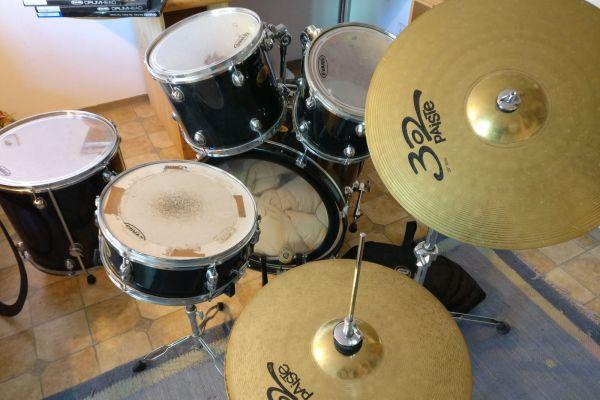 Schlagzeug Pearl von Tavella und Müller