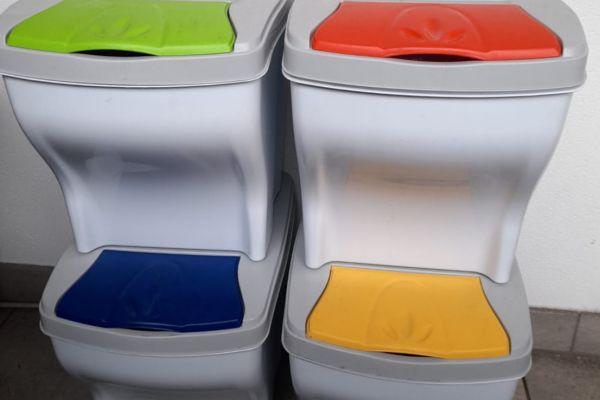 Mülleimer ... Nur an Selbstabholer in Waidbruck zu verkaufen