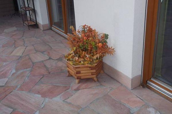 handgefertigter Blumentrog mit Herbstdeko Durchmesser ca. 60 cm