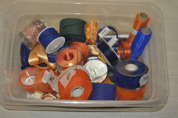 Geschenkbänder und Bastelbänder verschiedene Farben, orange, blau, cre