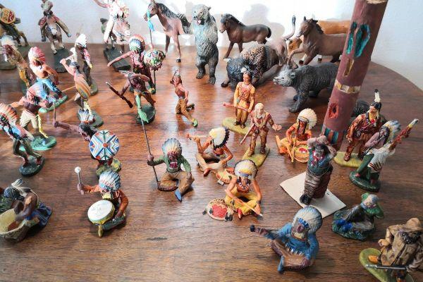 Konvolut von 58 Figuren Elastolin-Wild West-Indianer-7 cm Serie=1:24