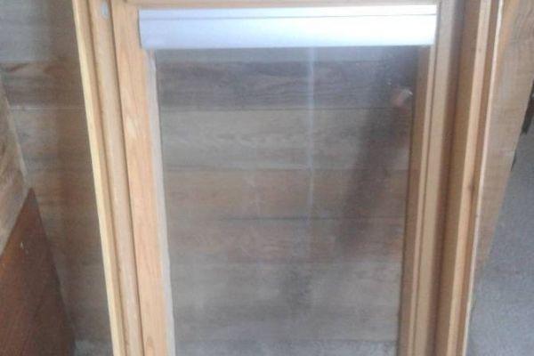 Fast neues Dachschwingfensterfenster zu verkaufen