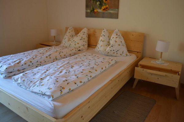 Neuwertiges Schlafzimmer in Fichte Massiv