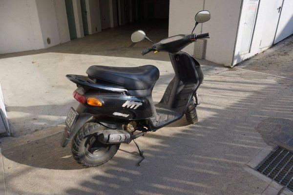 reparaturbedürftiger Scooter