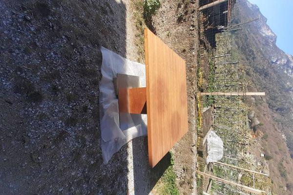 Neuer schöner Tisch zu verkaufen.  Neupreis 1750€