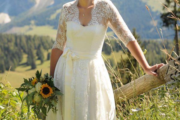 Brautkleid Dirndl - trachtig und elegant