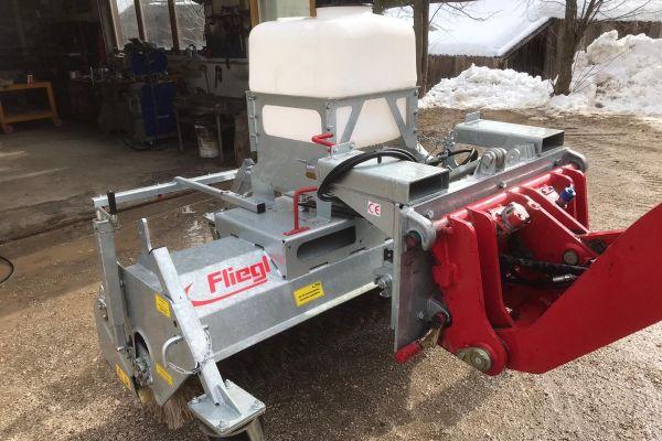 Kehrmaschine für Hoflader oder Traktor