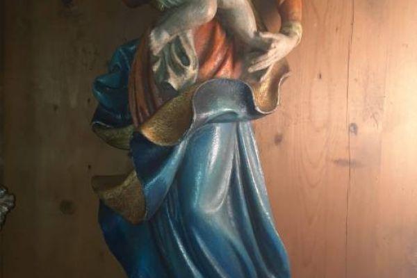 Hängende Madonnenfigur mit Christuskind zu verkaufen