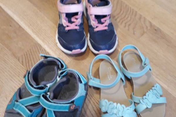 Turnschuhe und Sandalen für Mädchen - Gr. 29