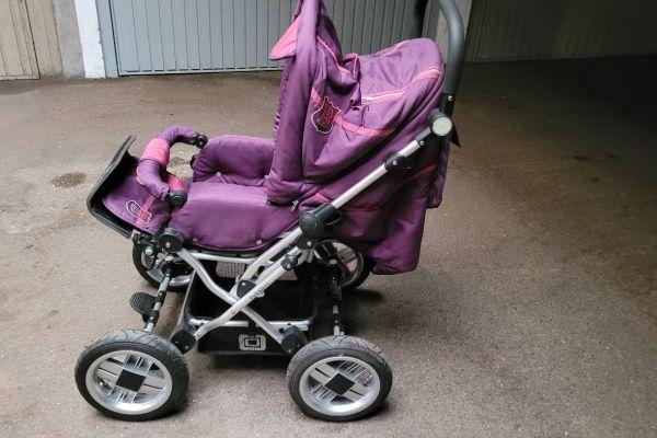 Sehr gut erhaltener Kindersitzwagen