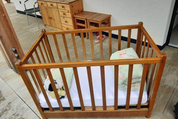 Kinderbett massiv in Esche gebeizt