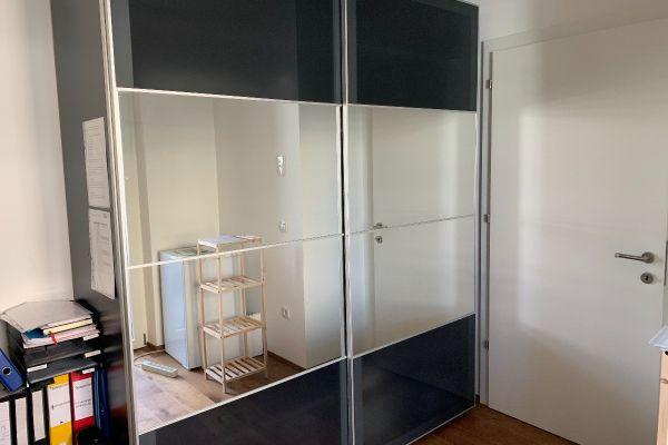 Kleiderkasten wie Bild aufgrund Umzug zu verkaufen