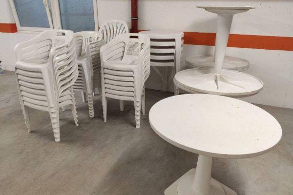 Verschenke Gartentische und Stühle