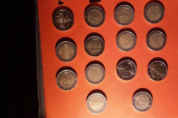 Verkaufe ein Teil meiner 2Euro Münzen Sammlung z.B. Gedenkmünzen