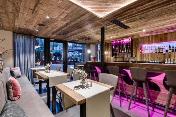 Barist/Kellner Hotel für gehobenen Service
