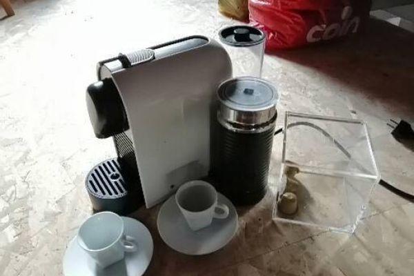 Nespresso Kaffeemaschine mit Milchschäumer