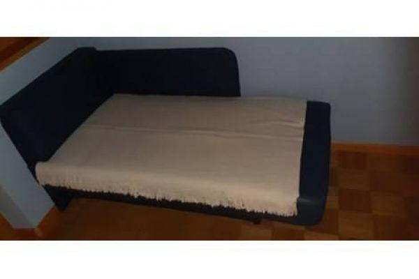 Kleines Sofa mit Stauraum