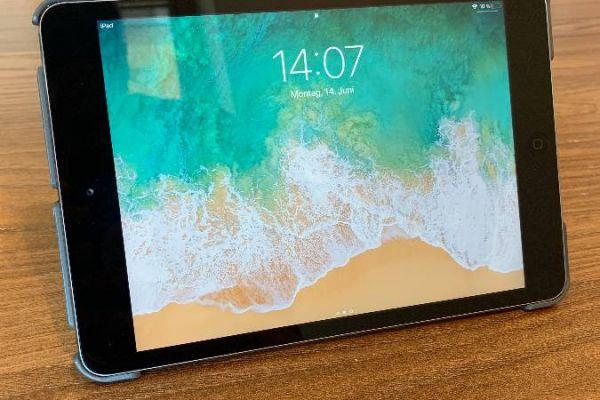 neuwertiges Ipad Mini 2 - 32GB  mit Hülle