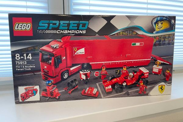 LEGO® Speed Champions F14 T und Scuderia Ferrari Truck 75913