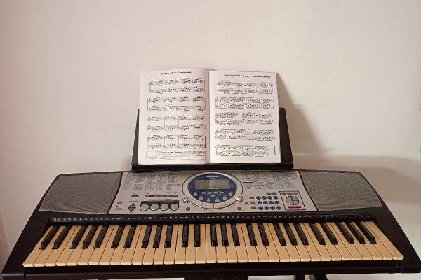 Keyboard 61 Tasten mit Notenhalter