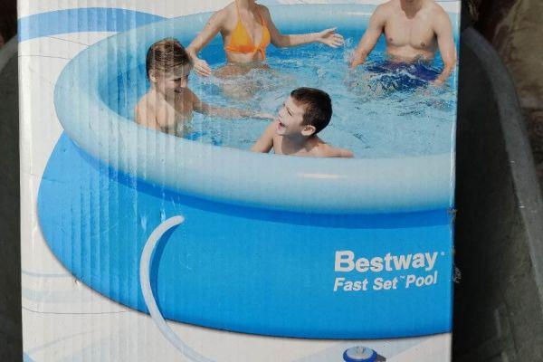 Schwimmbad mit Pumpe