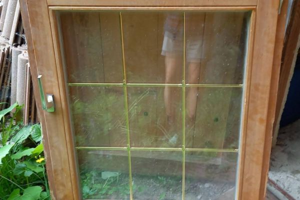 3 Fenster mit Doppelverglasung und Zierleisten