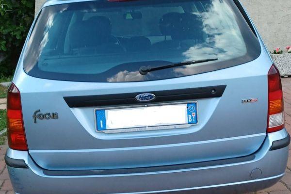 Ford Focus 1.8 tdCi Station Wagon blau