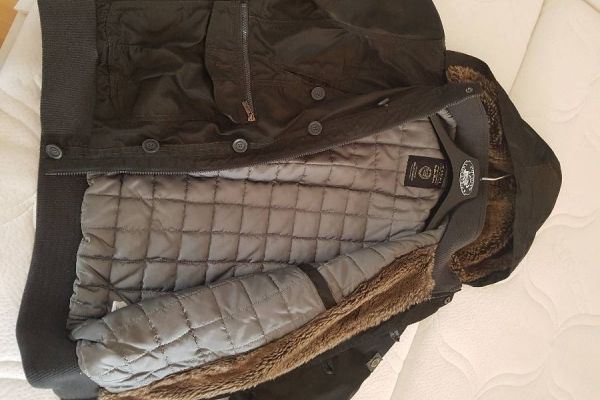 Warme Winterjacke mit Kapuze für Jugendlichen/ jungen Erwachsenen